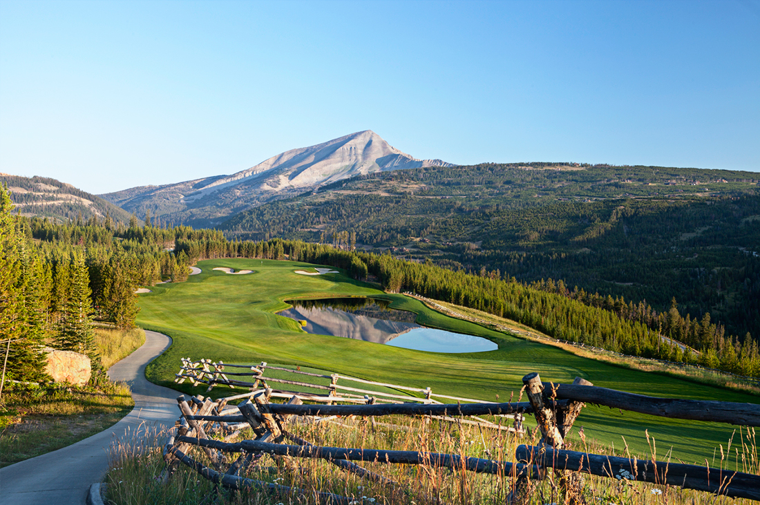 Tom Weiskopf designed this challenging and beautiful golf course.