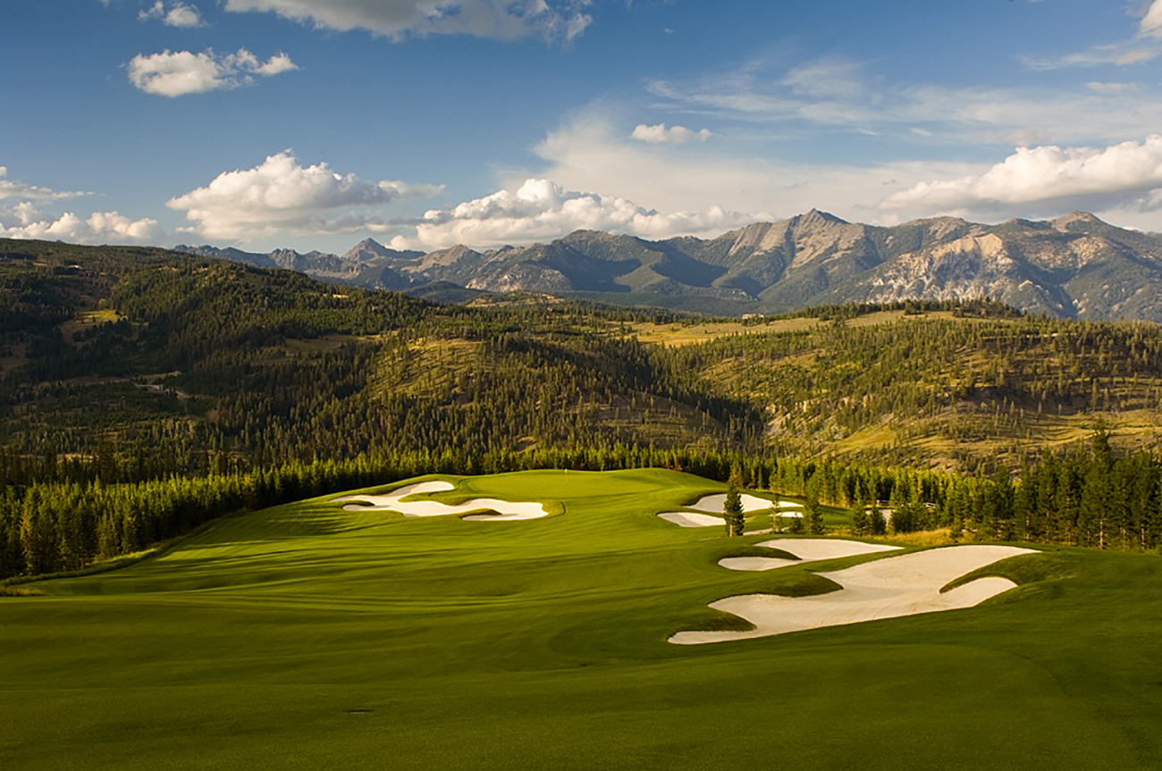 Tom Weiskopf-designed golf course in a mountain setting.